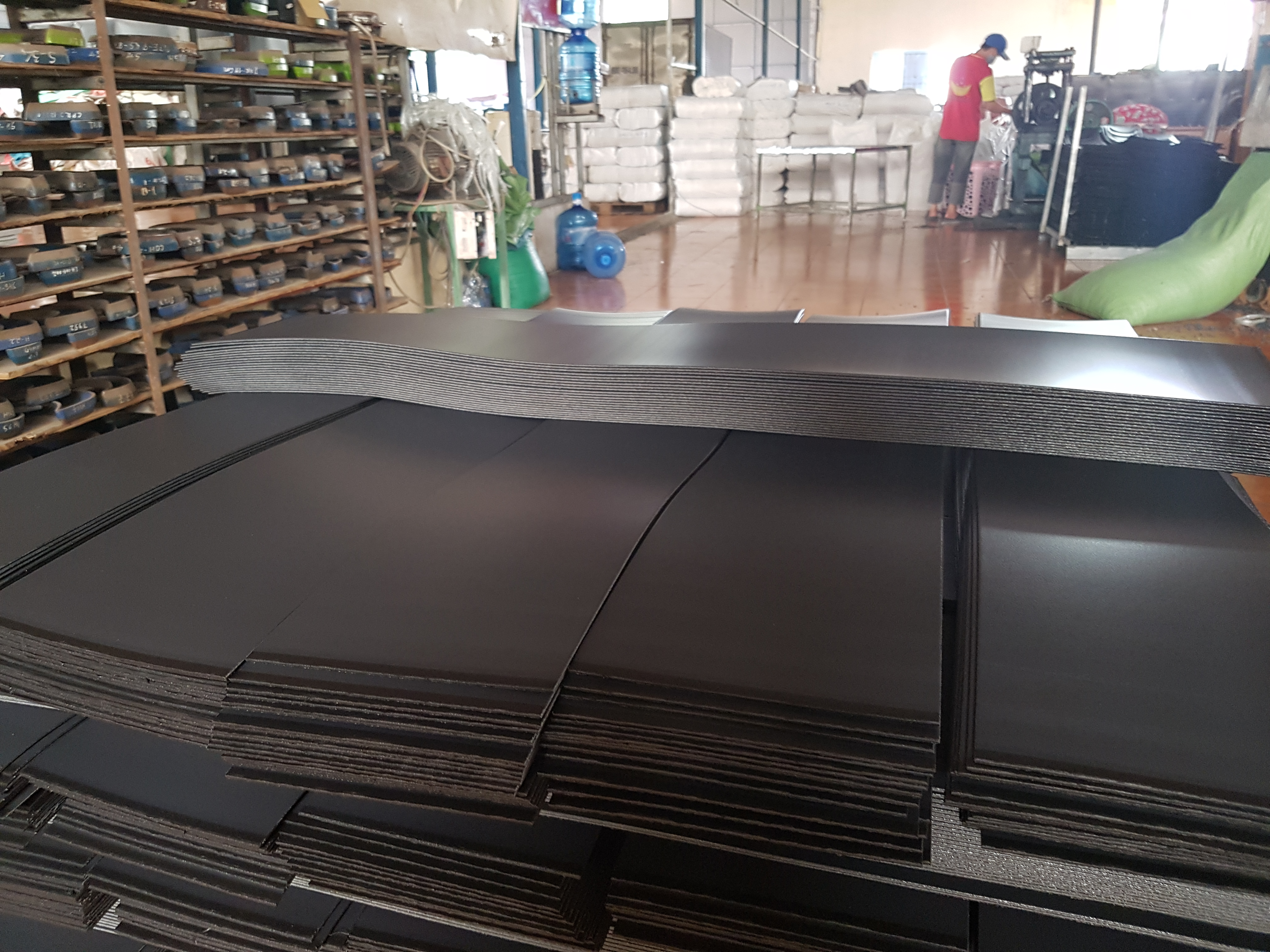 tấm nhựa đen sản xuất vali